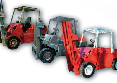 Paint removal and repainting of a fork lift truck