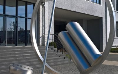 PowerMaster – Paint removal from a stainless steel sculpture
