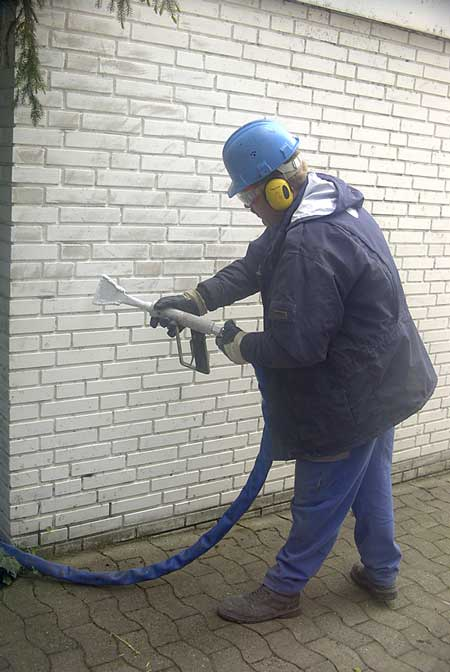 Pre-treatment of a lime sandstone brick wall prior to painting using the IceMaster. All non-adhered paint coats were removed to ensure better adhesion of the new coat.