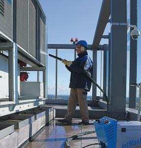 Reinigung Lamellenwärmetauscher der Klimaanlagen im Weser Tower (82m hoch) in Bremen