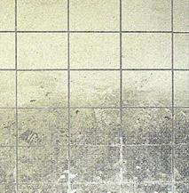 Bodenfläche eines Kühlhauses vor und nach der Reinigung