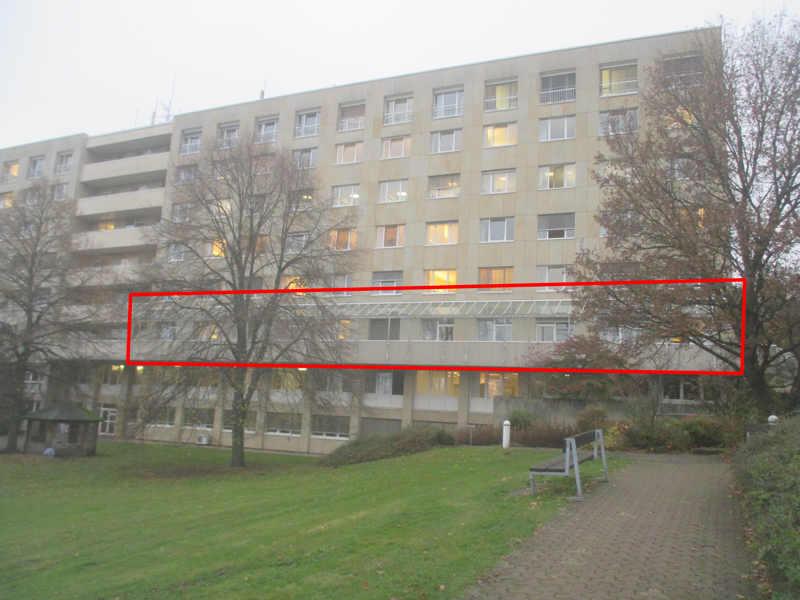 Balkonüberdachung vor der Reinigung