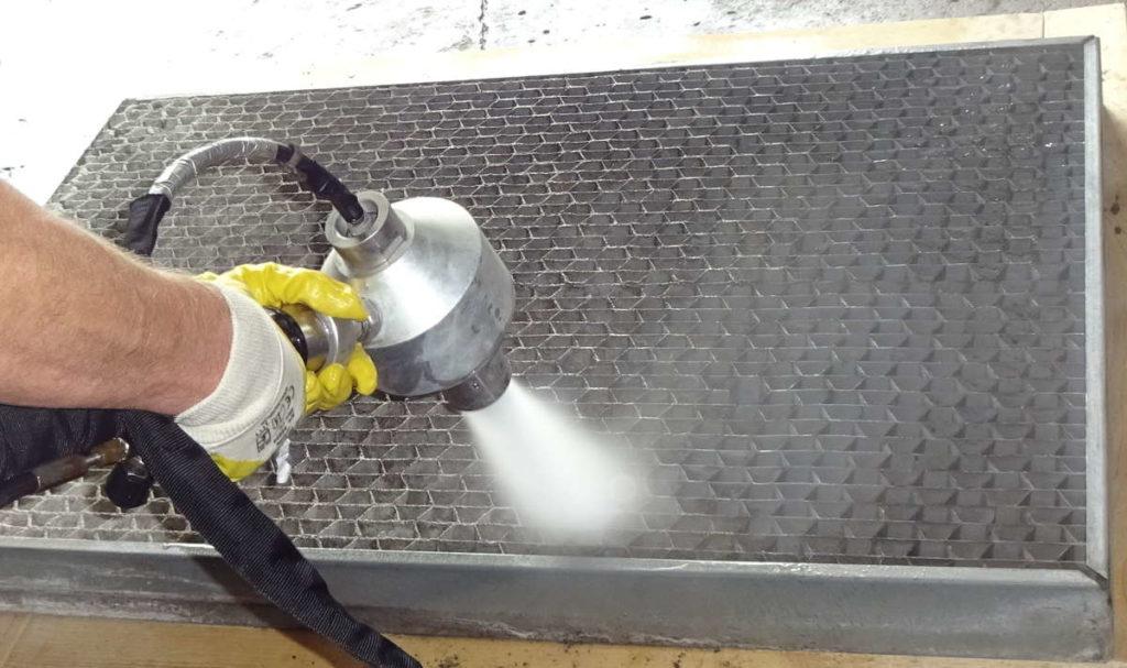 Lufteintrittsgitter reinigen mittels SpeedMaster SR