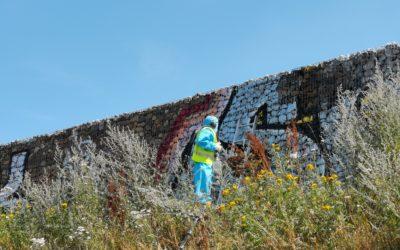Kipp Umwelttechnik GmbH entfernt erfolgreich Graffiti von Gabionen