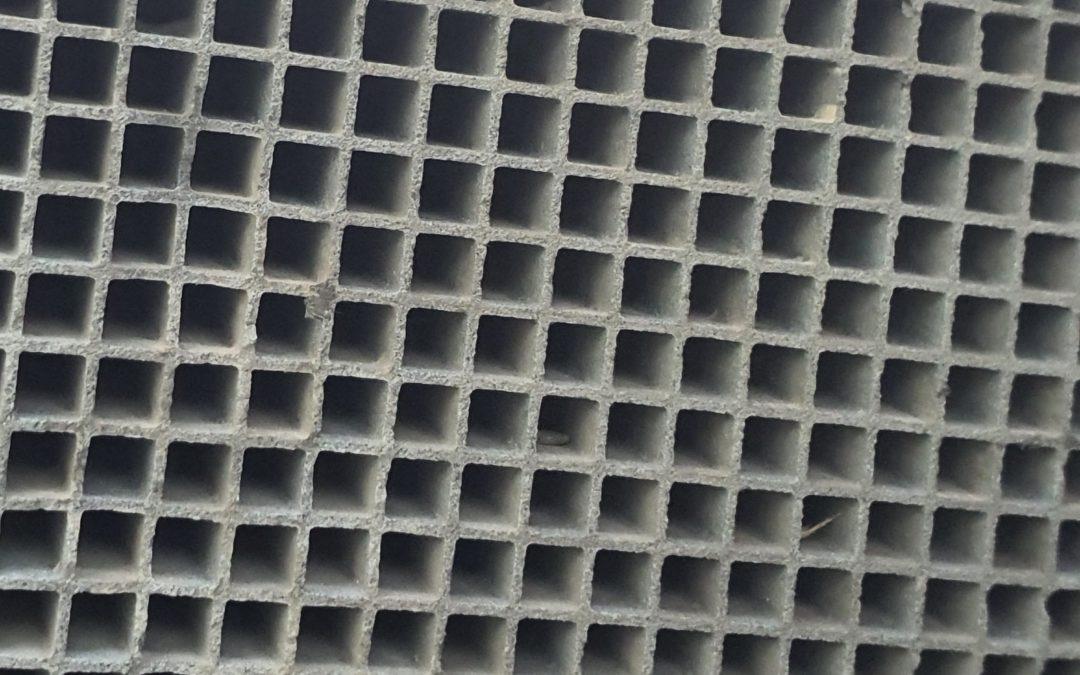 Die effektive Lösung für die Reinigung von stark anorganisch (z.B. Calcium- und Eisenverbindungen) beladenen CRT-Filtern, die sich mit Hilfe eines getrennten NOX-Katalysators regenerieren